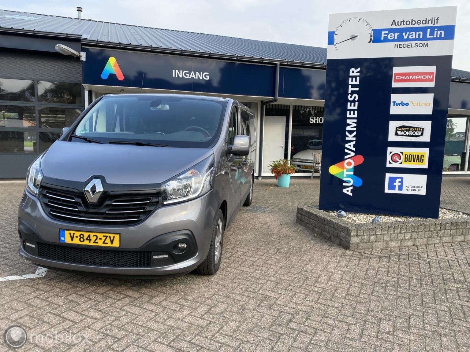 Renault-Trafic-0